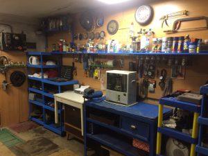 Домашнее хозяйство в гараже
